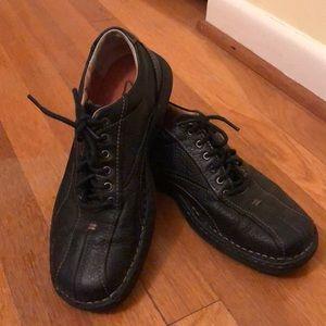 Clark's Men's leather lace up shoes